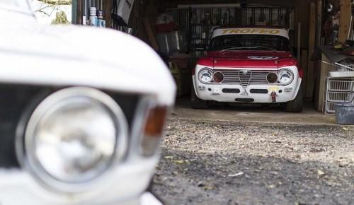 Alfa-Romeo-collection-Giulia-in-garage_WWW_HEADER_29f8dd135a67bf4a2.md.jpg