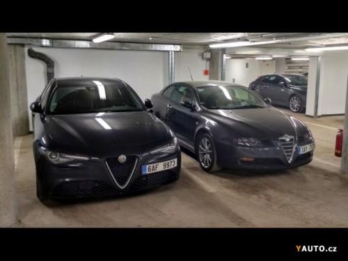 Alfa_Romeo_GT_1_9_JTD_BOSE_park_sen.md.jpg
