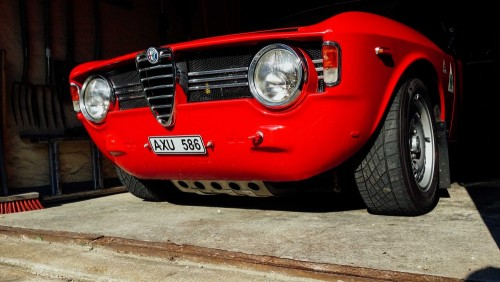a-love-for-driving-comes-naturally-in-an-alfa-romeo-giulia-1476934538685-1000x563.md.jpg