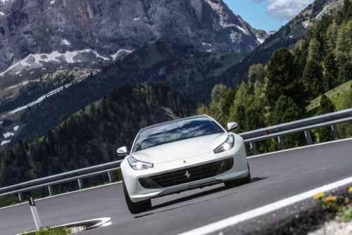 2017-Ferrari-GTC4Lusso-front-end-in-motion-06.md.jpg