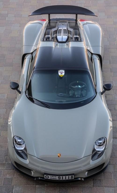 porsche-918-sportscar-luxury-street-top-view.md.jpg