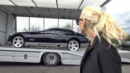 supercar-blondie-checks-out-maybach-exelero.md.jpg