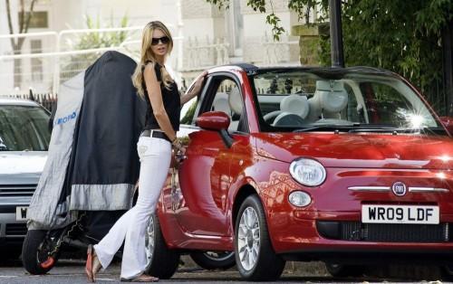 S0-Le-Top-Model-Elle-MacPherson-craque-pour-la-Fiat-500C-33458.md.jpg