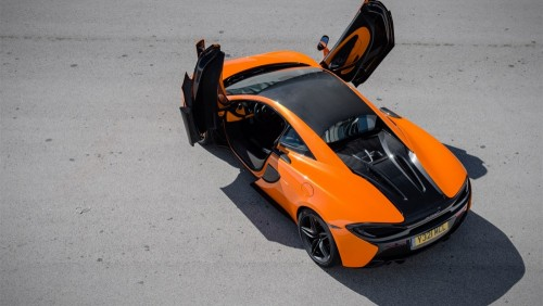 Mclaren-570S-orange-supercar-top-view-doors-opened_1600x900.md.jpg
