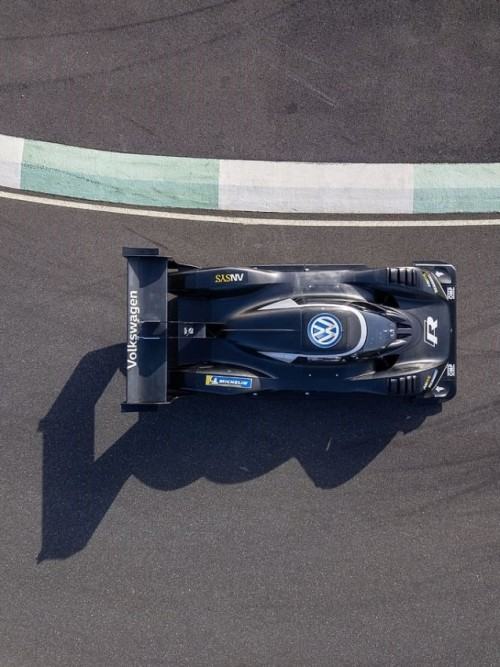 aerial-shot-bird-s-eye-view-from-above-race.md.jpg