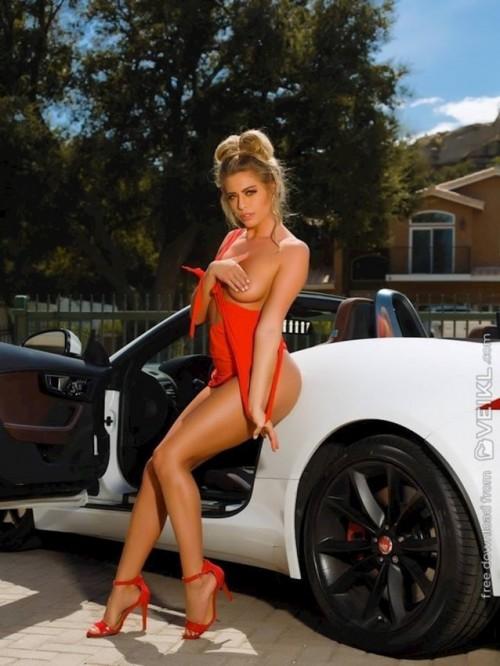 Jaguar-F-Type-Girls--Cars-Photo.jpg