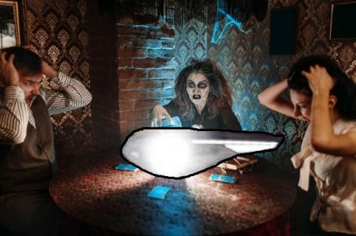 bruja-lee-hechizo-magico-aterrador-sobre-bola-cristal-jovenes-horror-sesion-espiritual-hembra-pronosticadora-llama-espiritus_266732-5941.md.jpg